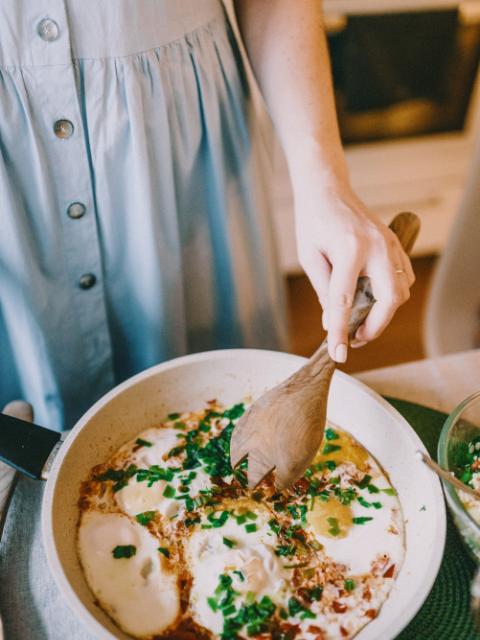Préparer et adapter le repas à domicile